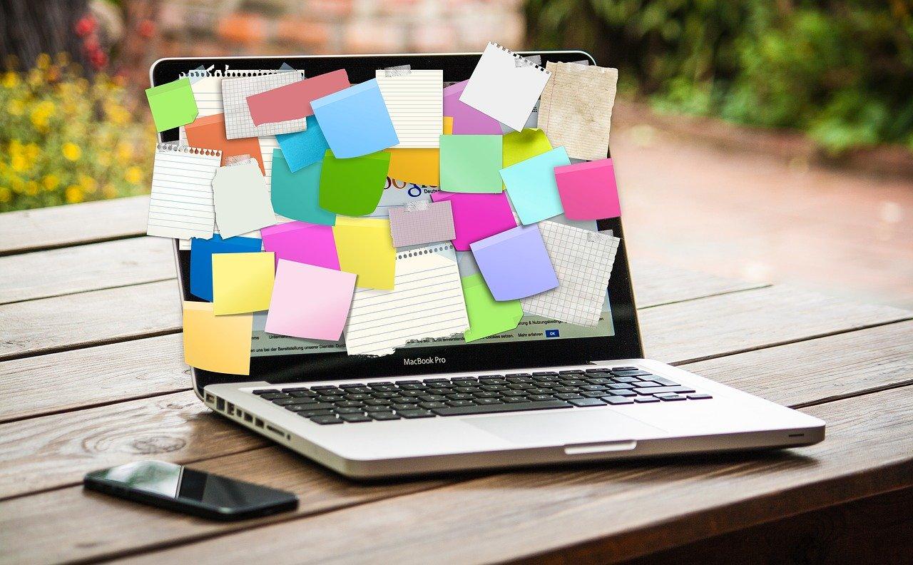 beginning affiliate marketing options via notepads on laptop