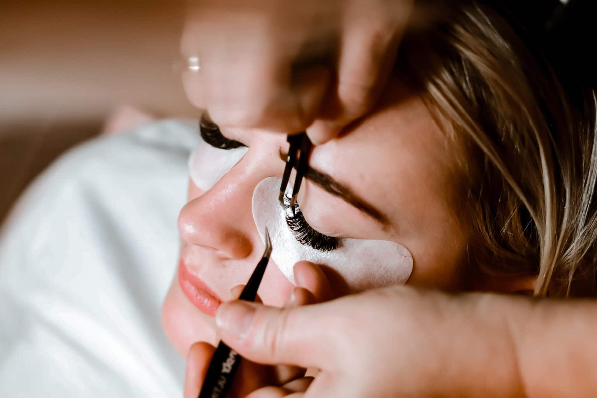 how to start a eyelash extensions business